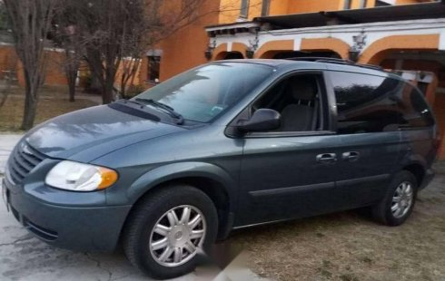 Pongo a la venta cuanto antes posible un Chrysler Voyager que tiene todos los documentos necesarios