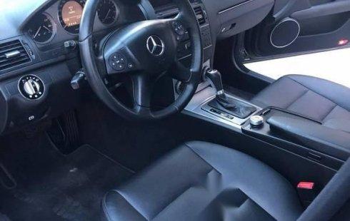 Pongo a la venta cuanto antes posible un Mercedes-Benz Clase C que tiene todos los documentos necesarios