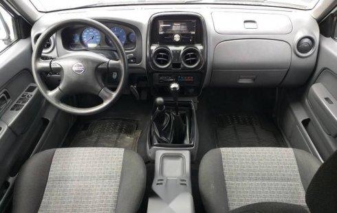 Carro Nissan NP300 2013 en buen estadode único propietario en excelente estado