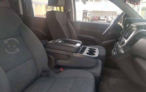 Un Chevrolet Suburban 2018 impecable te está esperando