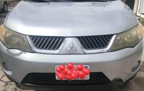 Vendo un carro Mitsubishi Outlander 2009 excelente, llámama para verlo