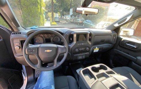Quiero vender un Chevrolet Silverado en buena condicción