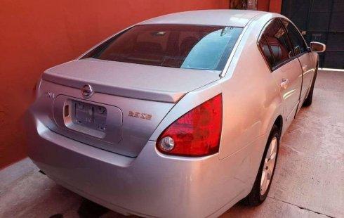 Un excelente Nissan Maxima 2004 está en la venta