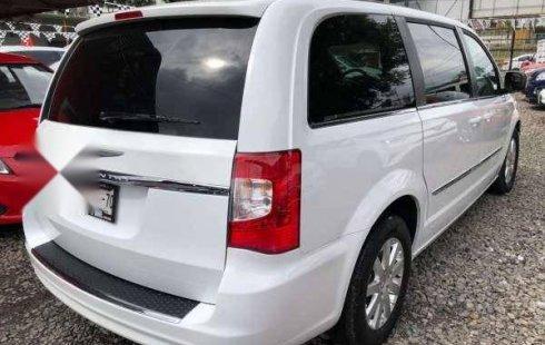 En venta un Chrysler Town & Country 2015 Automático en excelente condición