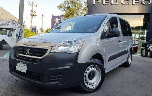 Carro Peugeot Partner 2018 en buen estadode único propietario en excelente estado