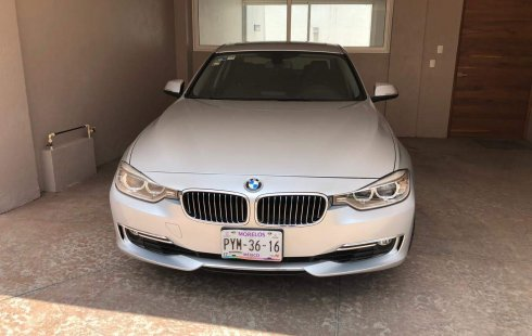 Flamante BMW 320i Luxury Line, TA, QC, int madera, bi-xenón, RA-17-2015