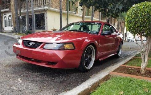 Un Ford Mustang 2001 impecable te está esperando