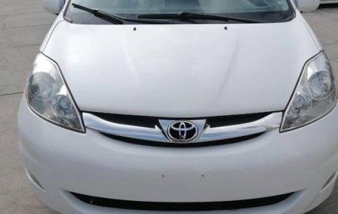 Tengo que vender mi querido Toyota Sienna 2010