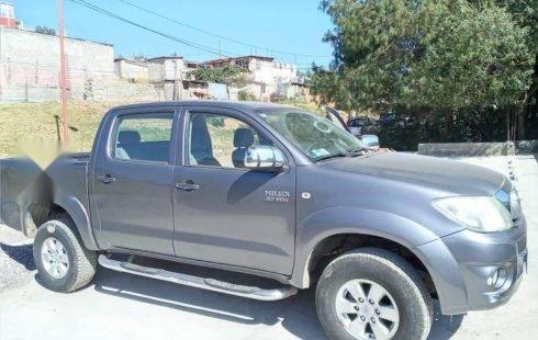 Se vende un Toyota Hilux 2010 por cuestiones económicas