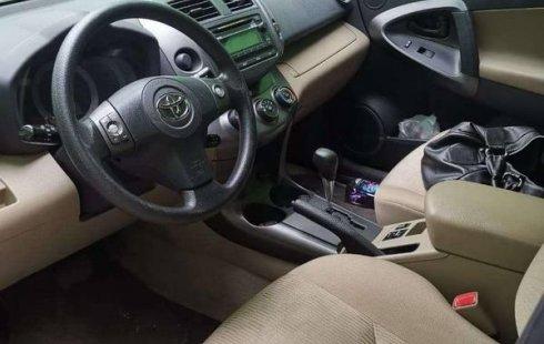 Un Toyota RAV4 2012 impecable te está esperando
