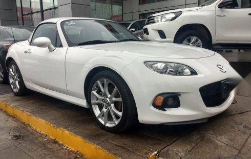 Un carro Mazda MX-5 2015 en Monterrey