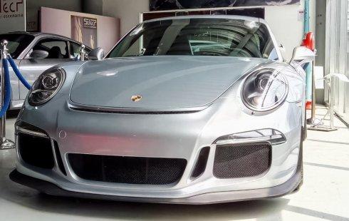 Quiero vender un Porsche 911 GT3 en buena condicción