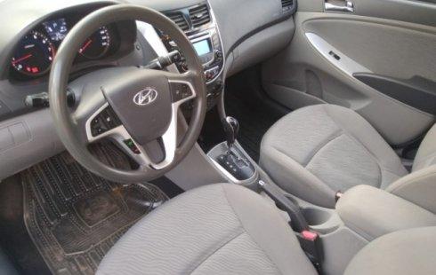 Un carro Dodge Attitude 2012 en Venustiano Carranza