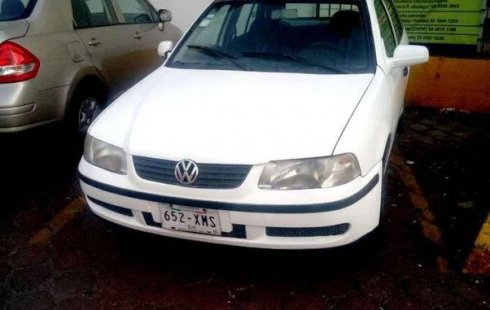 Se vende un Volkswagen Pointer 2004 por cuestiones económicas