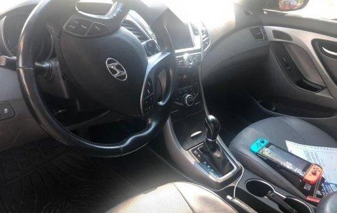 Un Hyundai Elantra 2016 impecable te está esperando