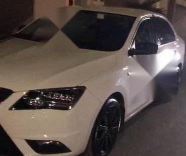 Vendo un carro Seat Toledo 2015 excelente, llámama para verlo