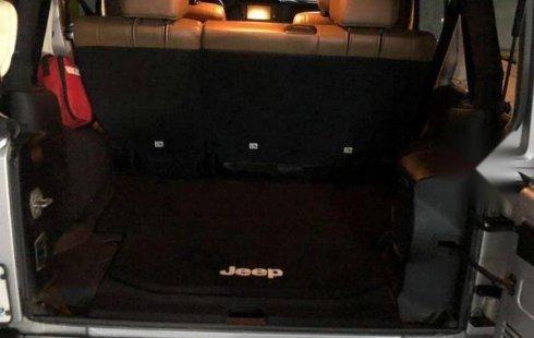 Vendo un carro Jeep Wrangler 2012 excelente, llámama para verlo