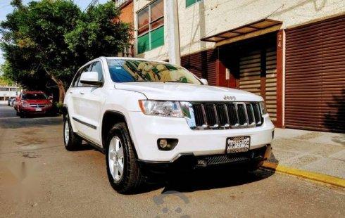 Vendo un carro Jeep Grand Cherokee 2011 excelente, llámama para verlo