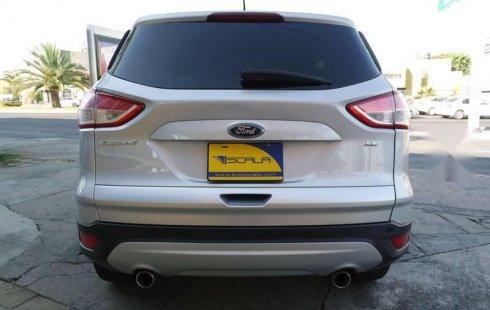 Un Ford Escape 2013 impecable te está esperando