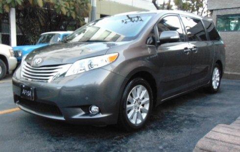 Se vende un Toyota Sienna de segunda mano