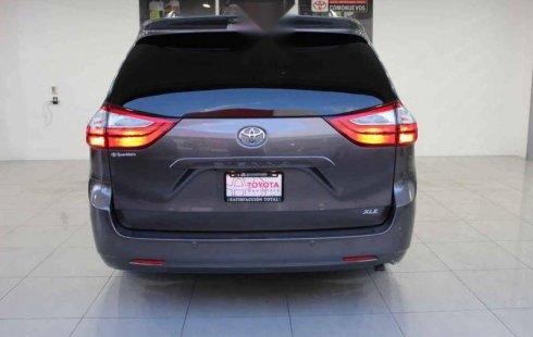 Quiero vender cuanto antes posible un Toyota Sienna 2017