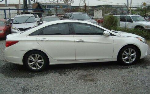 Pongo a la venta cuanto antes posible un Hyundai Sonata que tiene todos los documentos necesarios