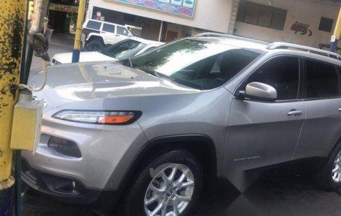 Se vende un Jeep Cherokee 2015 por cuestiones económicas
