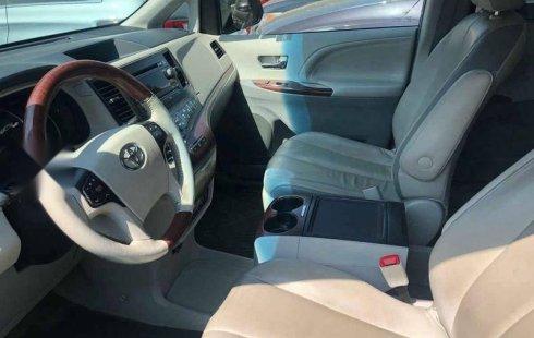 Se vende un Toyota Sienna 2014 por cuestiones económicas