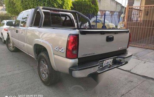 En venta un Chevrolet Cheyenne 2005 Automático en excelente condición