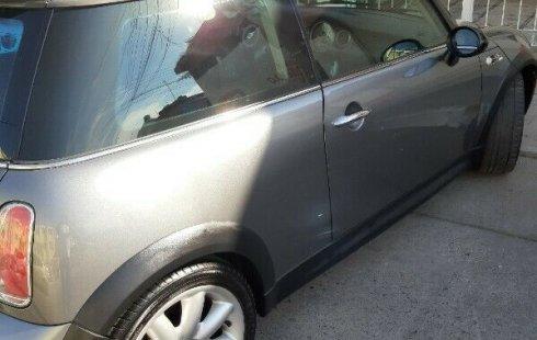 Vendo un carro MINI Cooper 2006 excelente, llámama para verlo