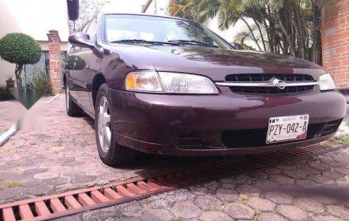 En venta un Nissan Altima 1998 Automático en excelente condición