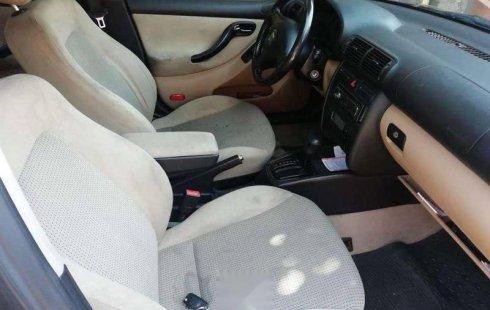Carro Seat Toledo 2003 en buen estadode único propietario en excelente estado