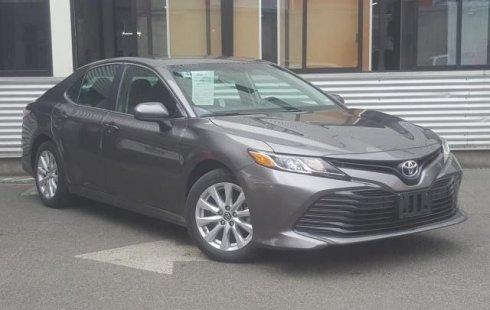 Pongo a la venta cuanto antes posible un Toyota Camry que tiene todos los documentos necesarios