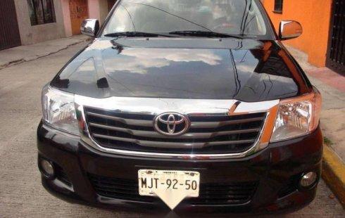 Coche impecable Toyota Hilux con precio asequible