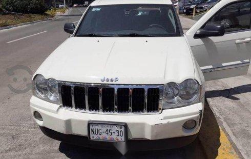 Un carro Jeep Grand Cherokee 2007 en Cuauhtémoc