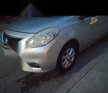 Quiero vender inmediatamente mi auto Nissan Versa 2013 muy bien cuidado