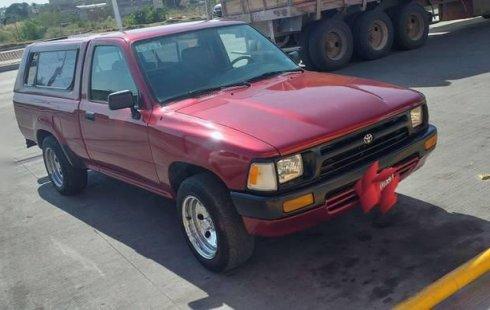 Urge!! Un excelente Toyota Hilux 1990 Manual vendido a un precio increíblemente barato en León