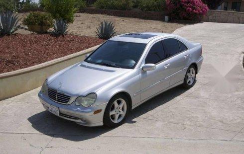 En venta un Mercedes-Benz Clase C 2002 Automático en excelente condición
