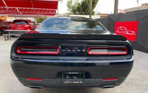 Carro Dodge Challenger 2015 en buen estadode único propietario en excelente estado