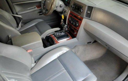 Carro Jeep Cherokee 2006 en buen estadode único propietario en excelente estado