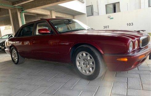 Pongo a la venta cuanto antes posible un Jaguar XJ en excelente condicción a un precio increíblemente barato