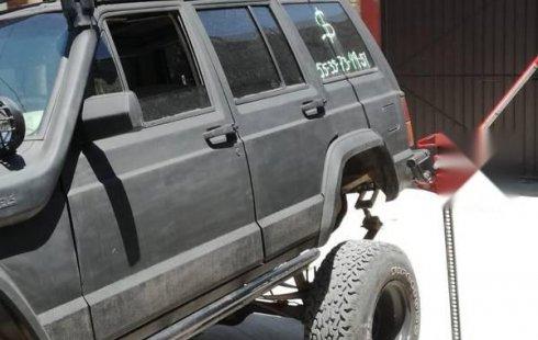 Quiero vender urgentemente mi auto Jeep Cherokee 1990 muy bien estado