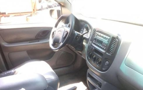 Carro Ford Escape 2002 en buen estadode único propietario en excelente estado