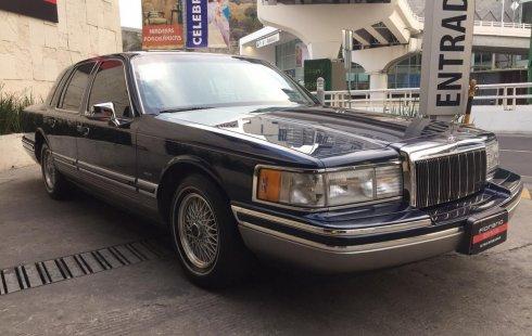 Lincoln Town Car Signature Edition