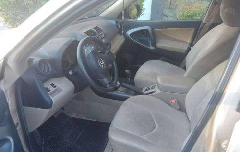 Quiero vender un Toyota RAV4 en buena condicción