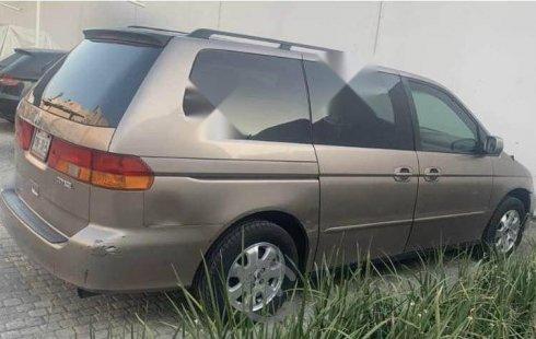 Camioneta Honda Odyssey 2004 en buenas condiciones