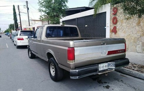 Camioneta Ford Pick up doble cabina 8 cilindros CON CLIMA