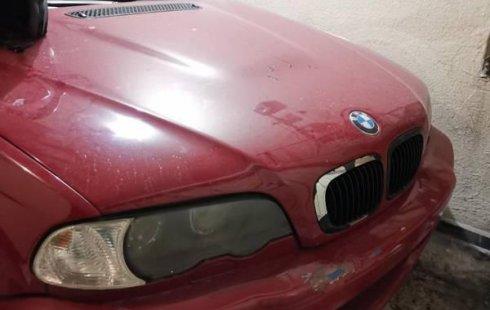vendo BMW con detalle en asientos