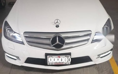 Imponente y muy bonito Mercedes benz Clase C