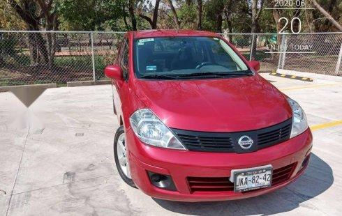 Carro Nissan Tiida sin detalles